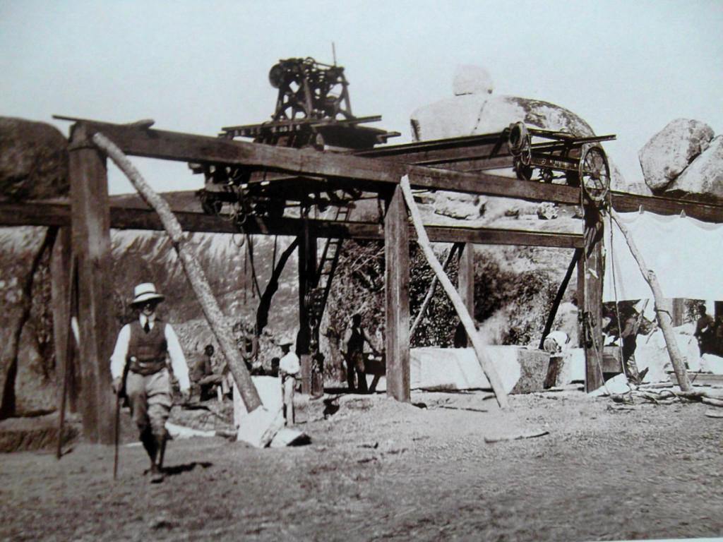 7 Patterson ante el puente durante su construccion-baja