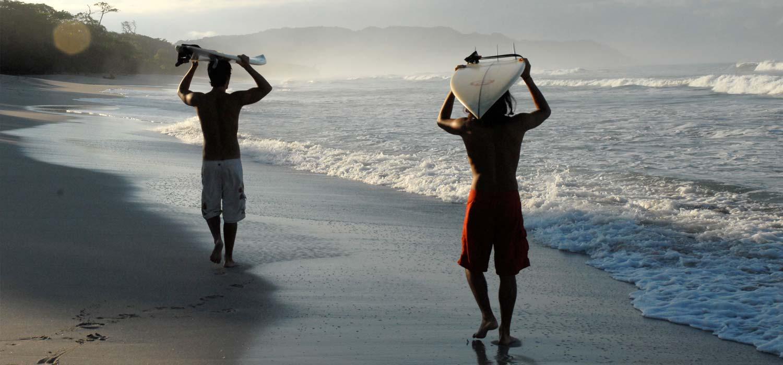 mal-pais-surfers-walking-down-beach