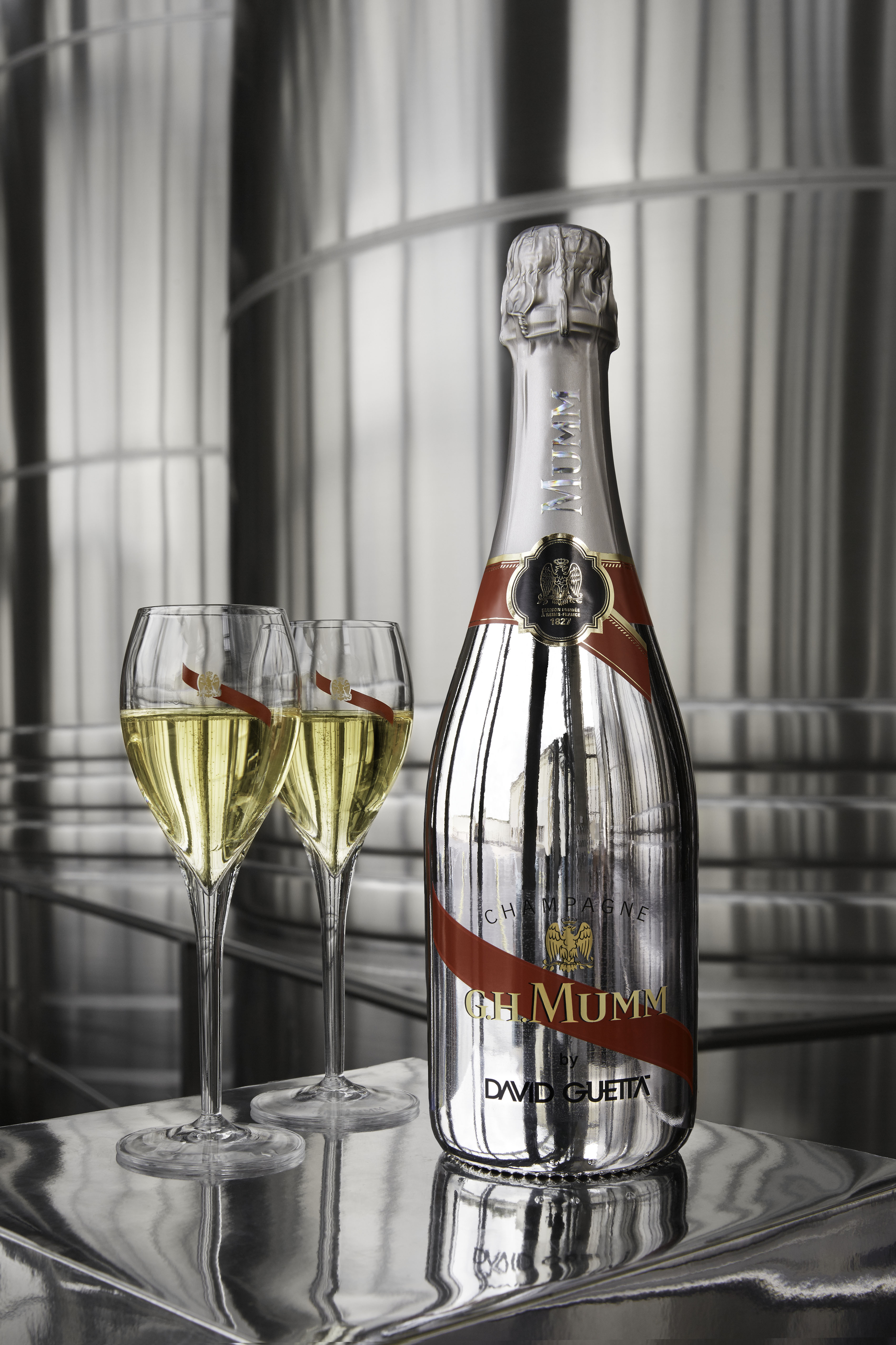 CHAMPAGNE MUMM LIMITED EDITION  BY DAVID GUETTA  WITH TWO FLUTES
