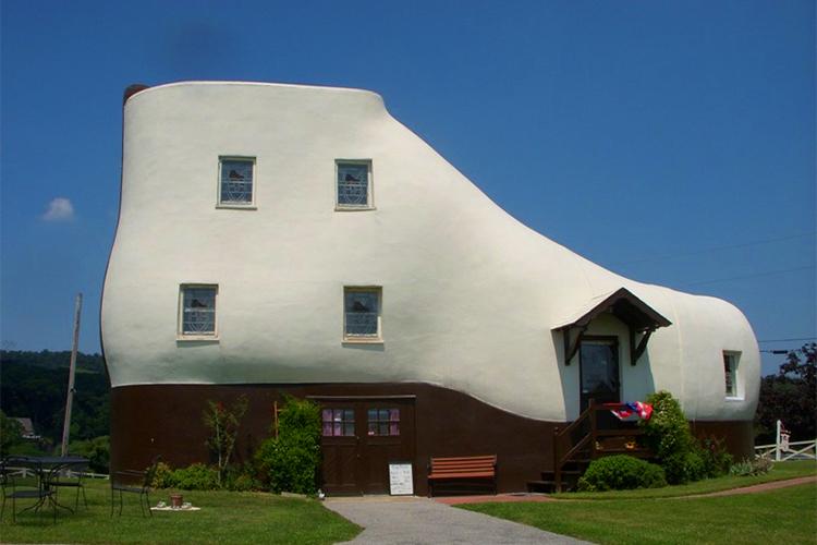 casa-zapato-arquitectura-peculiar-Magazine-Horse-arte-y-diseño