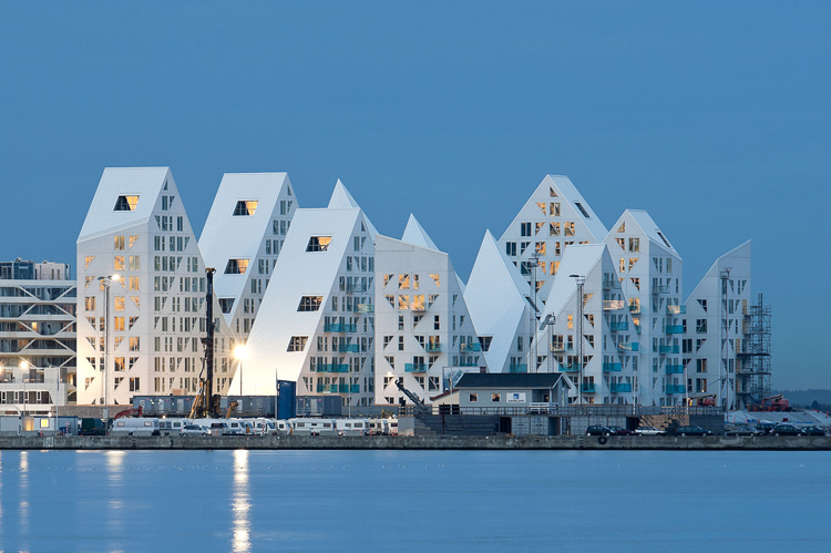 Edificio Iceberg, diseñado por JDS Architects, CEBRA de Aarhus, SeArch y Louis Paillard