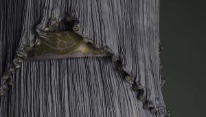 Final appearance of the folds in silk of a Delphos model