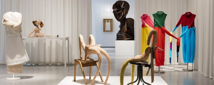 """Montaje de la exposición """"Cuerpos Desobientes"""" en la galería Hepworth Wakefield"""