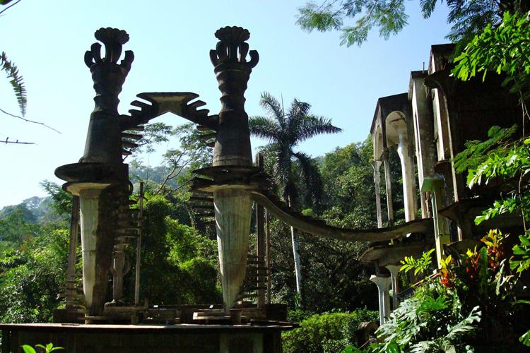 Las Escaleras al Cielo es una de las obras arquitectónicas del Jardín. ¿Llevan al cielo o a ninguna parte?
