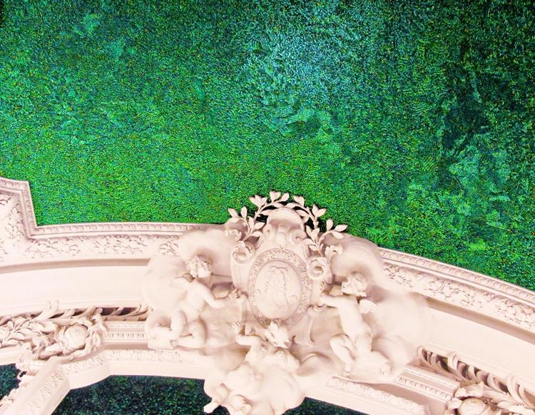 El arte actual de Fabre integrado en los estucos históricos de palacio