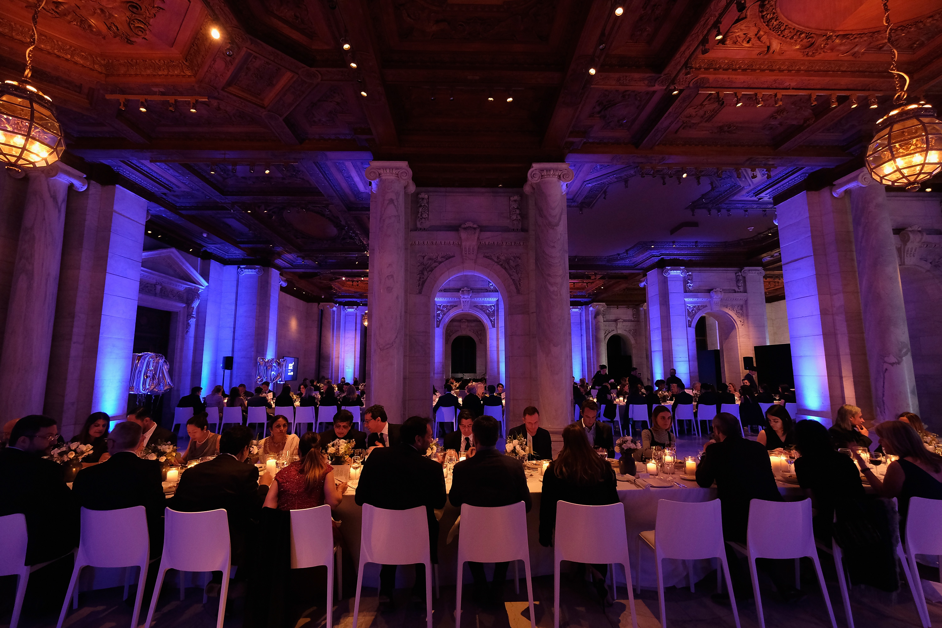 Los invitados durante la cena en el Stephen A. Schwarzman Building