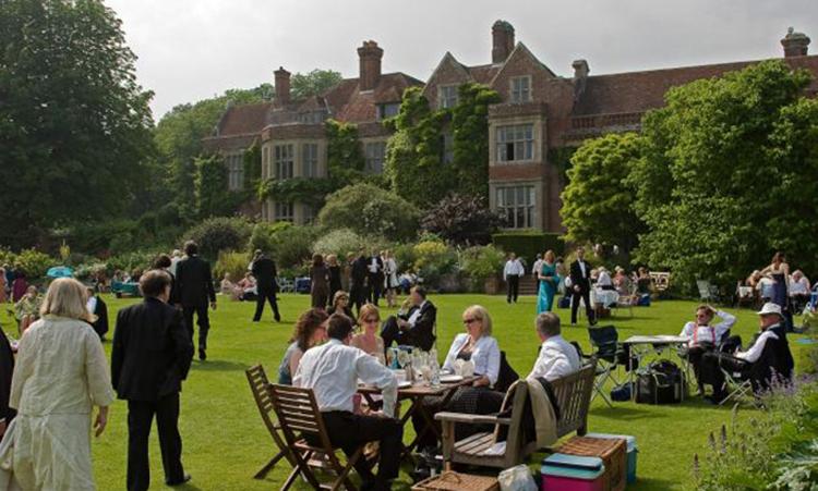 Ambiente campestre y elegante en el Festival de Glyndebourne