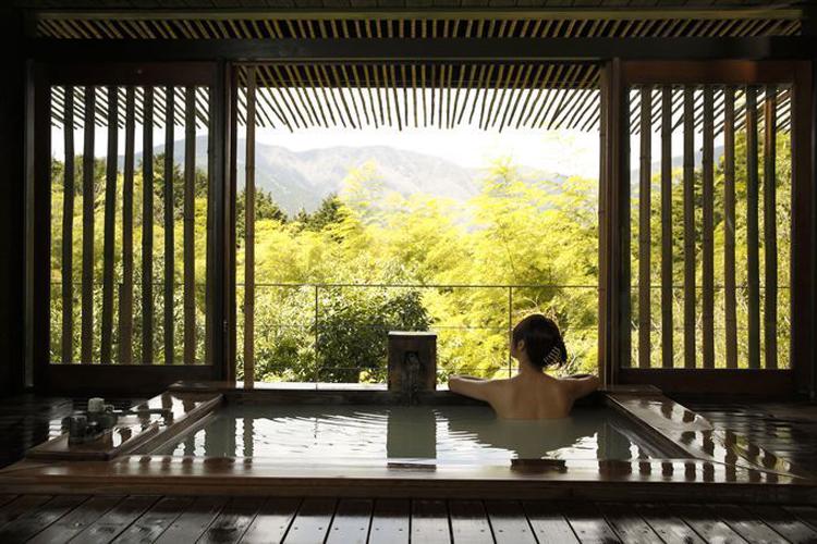 Pocas cosas más placenteras que disfrutar de un onsen en un ryokan japonés