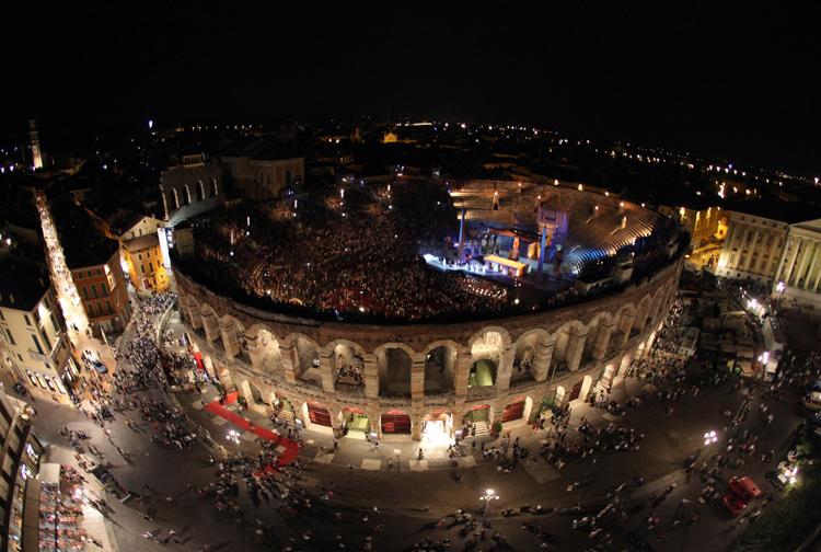 Las ruinas romanas de la Arena de Verona poseen una acústica mágica para las grandes voces de la ópera