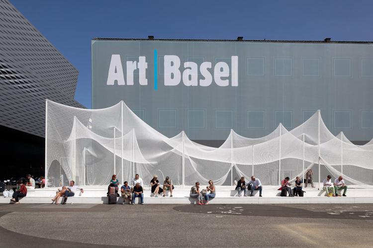 La Art Basel desde sus inicios en 1970 se ha convertido en una cita imprescindible para los galeristas y amantes del arte de todo el mundo