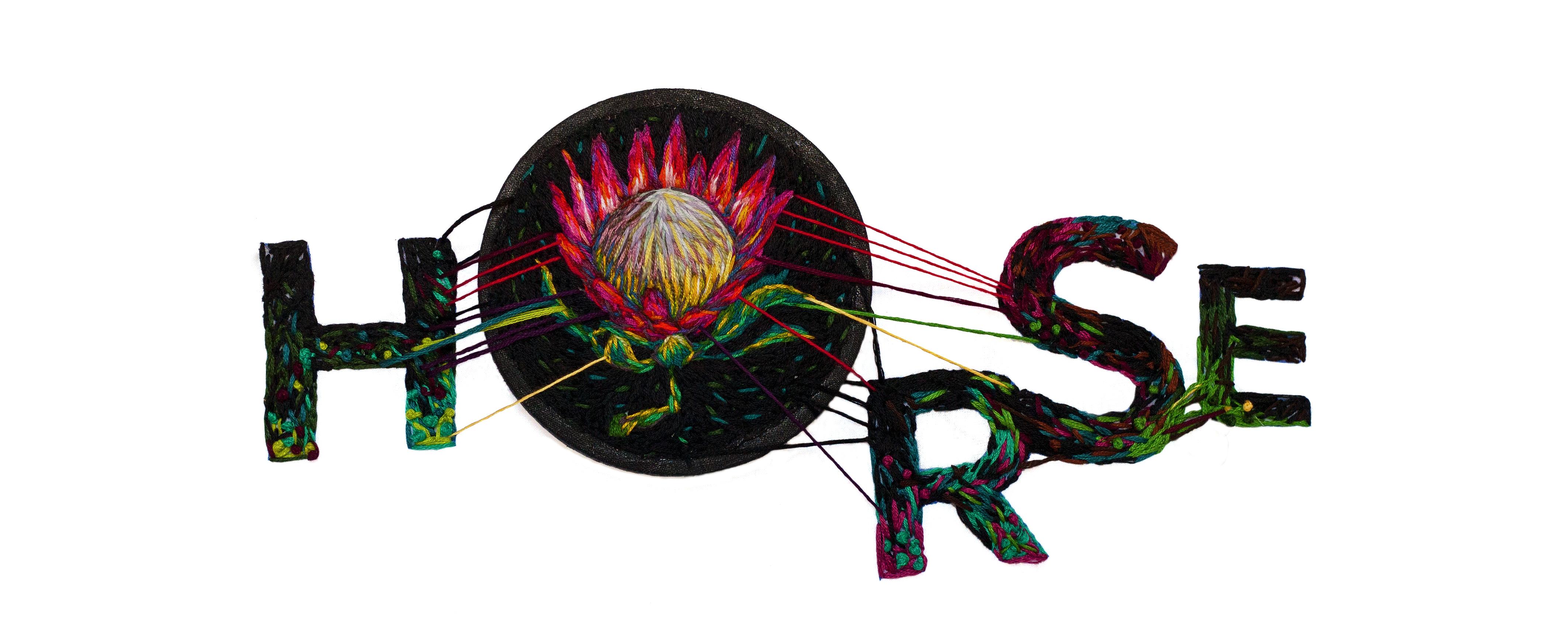 Diseño de nuestro logo según Danielle Clough con el bordado de una flor Protea, típica en Sudáfrica.