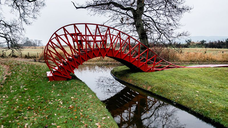 Formas curiosas del Jumping Bridge
