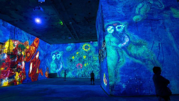 """Espectadores """"inmersos"""" en un audiovisual sobre Chagall"""