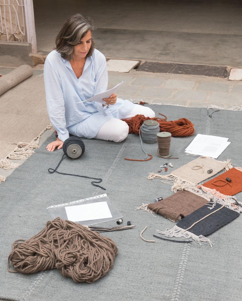 Nani Marquina en una de sus alfombras de la serie 'Mia'.