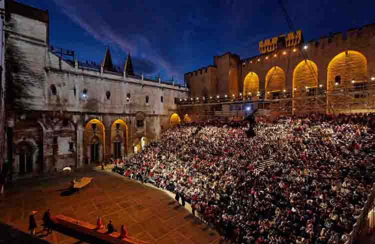 Courtyard of the Palace of the Popes in a last edition of the Festival of Avignon