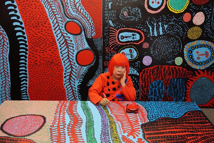 Yayoi Kusama en su estudio