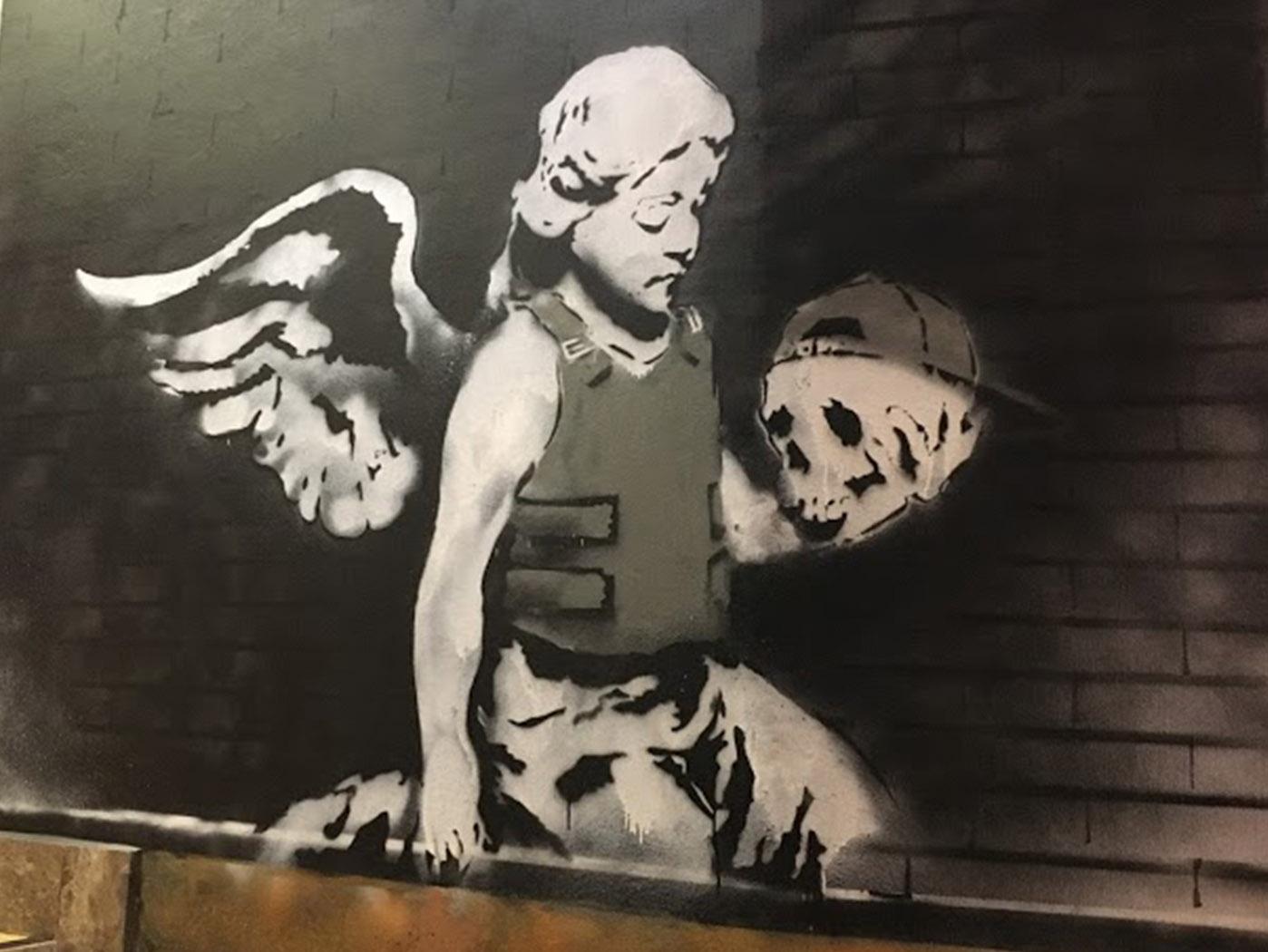 Bansky-angel-in-bulletproof-vest-Angel-con-chaleco-antibalas-street-art-magazinehorse