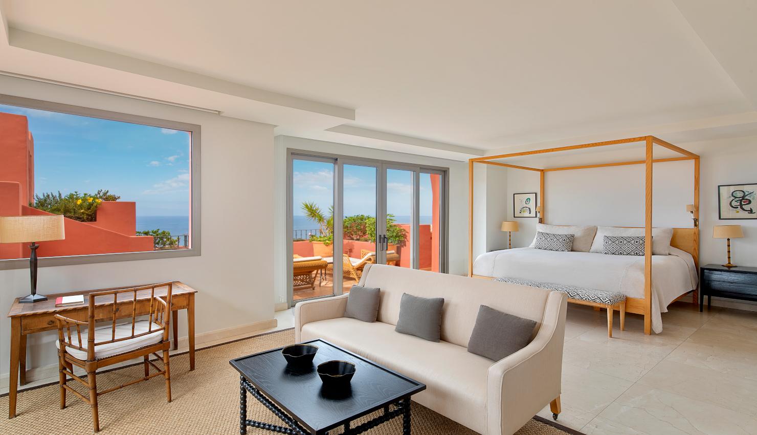 The Ritz-Carlton Suite-magazinehorse