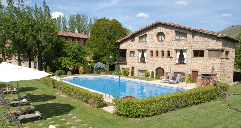 piscina-molino-Alcuneza-hoteles-siguenza