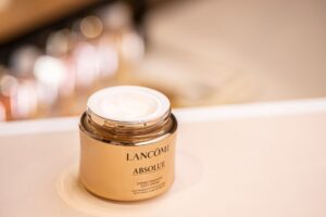 Lancome-Absolue-créme-fondante-soft-cream-magazine-horse