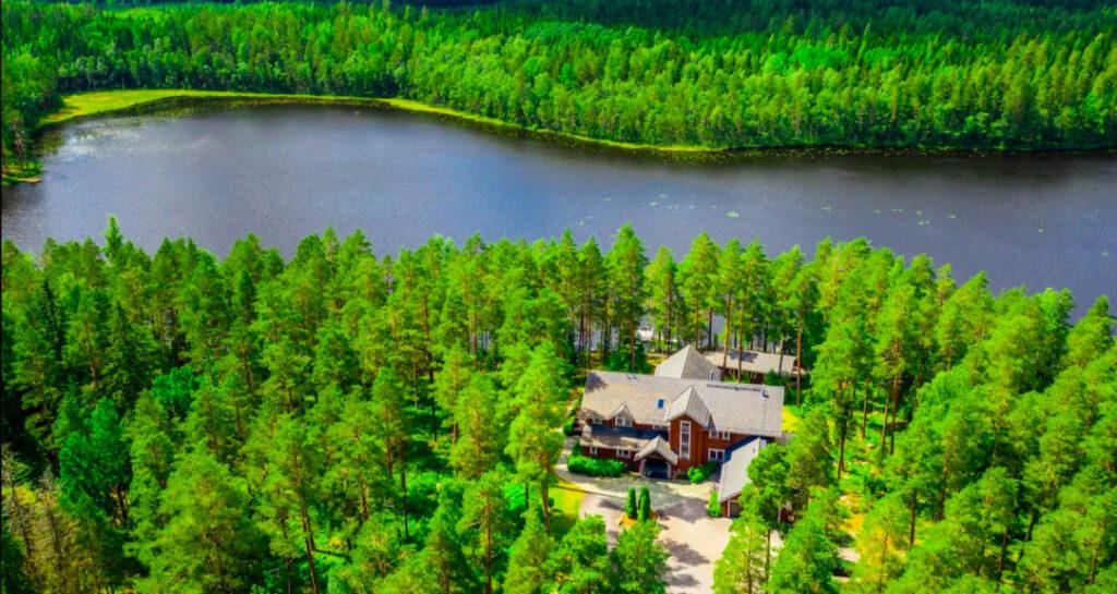 finland-villa-luxury-marriott-magazine-horse