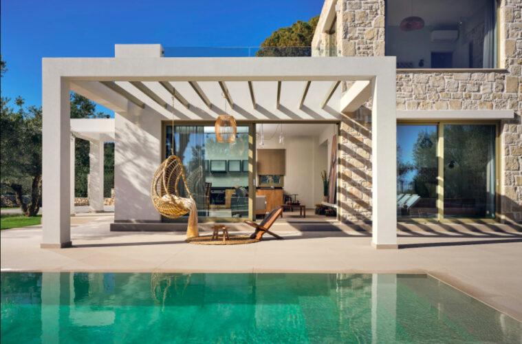 marriott-villa-grecia-luxury-magazine-horse