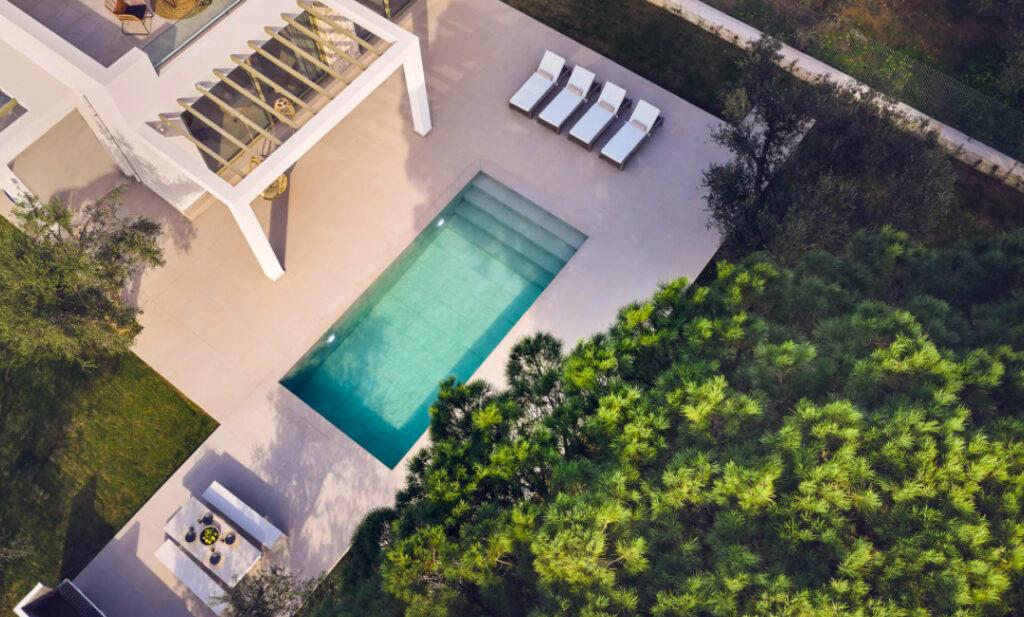 pool-private-design-marriott-magazine-horse