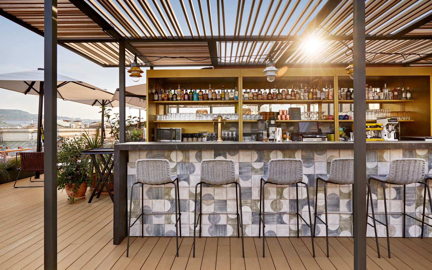 Bar terraza-Hotel de lujo- Kimpton Vividora-Magazine Horse