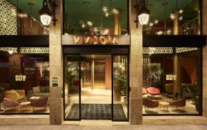 Hotel de lujo-Kimpton Vividora-Barcelona Magazine Horse