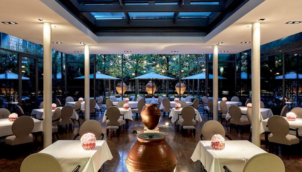 mandala-hotel-restaurante-facil-magazine-horse