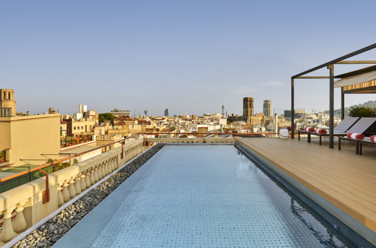 piscina-rooftop-Kimpton Vividora- magazine Horse