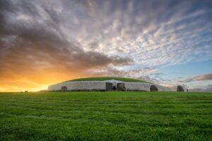 sunrise-at-Newgrange-irlanda-2021-Magazine-Horse
