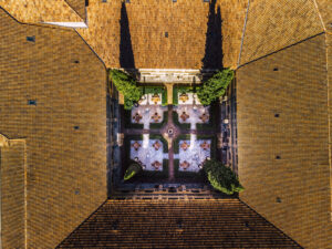 Abadia-Retuerta-claustro-desde-el-aire-magazinehorse