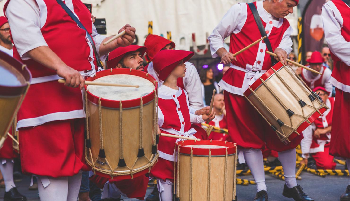 Festival-Valonia-zancos-magazinehorse